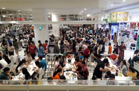Chen lan mua sam Tet duong lich tai Sai Gon - Anh 11