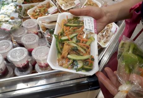 Chen lan mua sam Tet duong lich tai Sai Gon - Anh 6