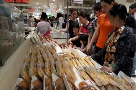 Chen lan mua sam Tet duong lich tai Sai Gon - Anh 7