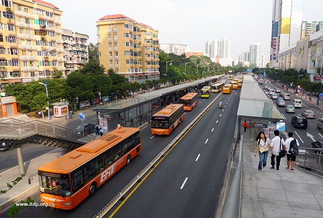 BRT Viet Nam loay hoay 'chay dua' voi xe buyt cua cac nuoc hinh anh 4