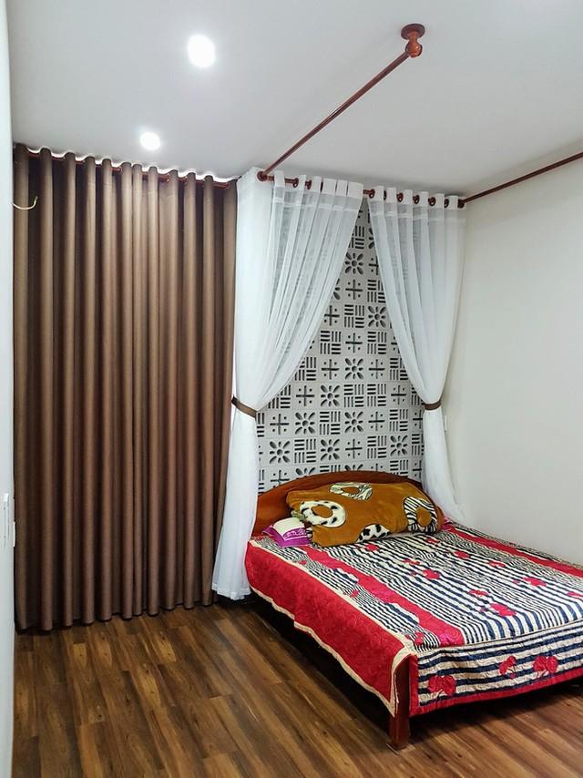 Việc kết hợp tông màu nâu-trắng khiến không gian nghỉ ngơi trở nên ấm áp và gần gũi.