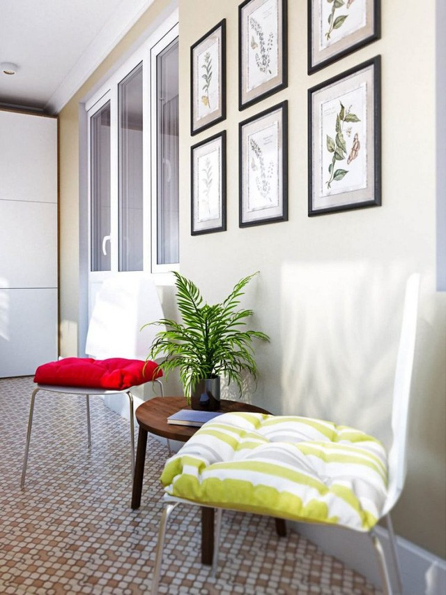 Chỉ cần hai chiếc ghế nhỏ với cây xanh và bàn trà nơi đây đã trở thành góc nghỉ ngơi thư giãn, nơi đọc sách vô cùng lý tưởng cho chủ nhà.