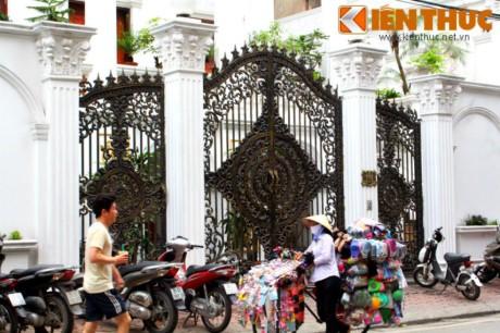 Ngam biet thu trang tinh khoi noi bat giua pho co Ha Noi - Anh 3