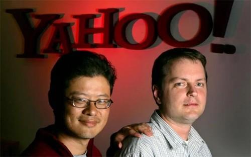 Yahoo không sớm loại đối thủ Google: Khi Google mới xuất hiện, Yahoo - lúc đó là hãng dịch vụ Internet lớn nhất thế giới - tổ chức nhiều cuộc họp bàn về việc mua lại Google, nhưng cuối cùng không đưa ra quyết định sáp nhập. Hiện Google trị giá 500 tỷ USD còn Yahoo là 35 tỷ USD và đang rao bán chính mình.