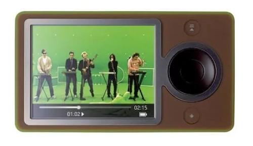 Microsoft chậm chạp khi gia nhập thị trường: Dù iPod của Apple đã nhiều năm làm mưa làm gió trên thị trường, Microsoft vẫn tỏ ra bình thản và mãi đến năm 2006 mới gia nhập bằng máy nghe nhạc Zune. Tuy nhiên, họ đã nhanh chóng thất bại khi chỉ vài tháng sau, iPhone ra đời và người dùng không còn nhu cầu mua máy nghe nhạc riêng nữa.