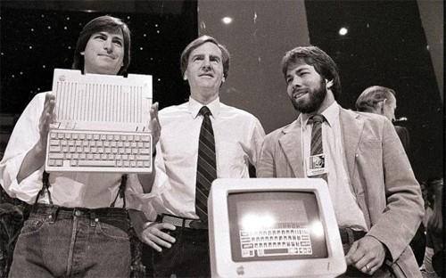 Apple sa thải Steve Jobs:Năm 1985, sau cuộc tranh cãi về máy Macintosh, cựu CEO Apple - John Sculley đã khiến Hội đồng quản trị đẩy bật Steve Jobs khỏi công ty do chính Jobs thành lập.