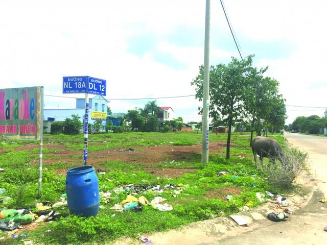 Nhiều nơi gần khu công nghiệp chịu cảnh ô nhiễm khói bụi và là bãi tập kết rác