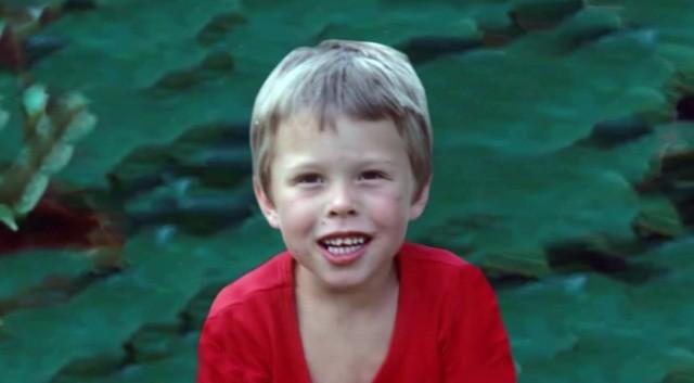 Elon Musk lúc còn nhỏ là cậu bé với tư duy hướng nội, ham đọc sách.