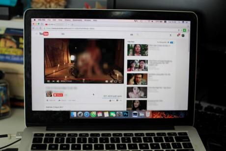 YouTube Viet Nam tran ngap video 18+, nghi bi loi bo loc - Anh 1
