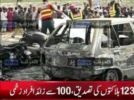 Lat xe cho dau o Pakistan, hon 120 nguoi chet - Anh 3