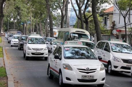 Canh tranh voi Uber, Grab: Taxi ke bat chuoc, nguoi doa kien - Anh 2