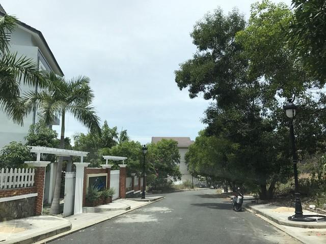 Hiện chính quyền địa phương đang làm việc với chủ đầu tư về số biệt thự đã cầm cố và bán trùng cho nhiều khách hàng.