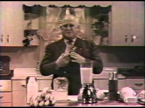 William Grover quảng cáo sản phẩm trên truyền hình năm 1949 doanhnhansaigon