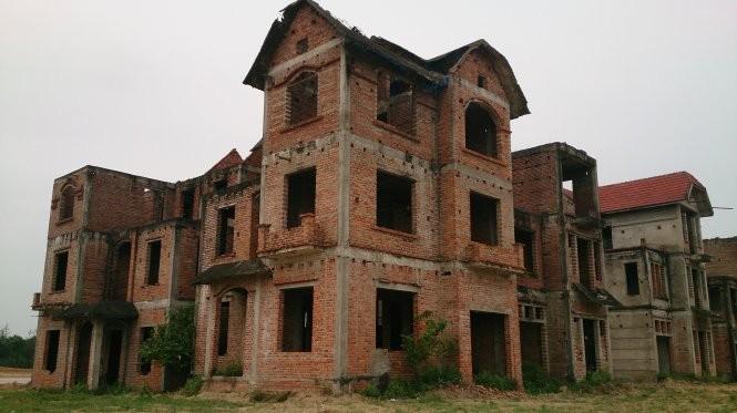 Biệt thự bỏ hoang - Ảnh: N.V.Hải