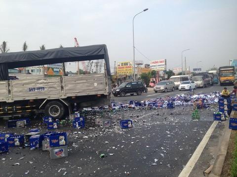 xe tải, bia, văng xuống đường, tài xế, La Gi, Bình Thuận, QL1A