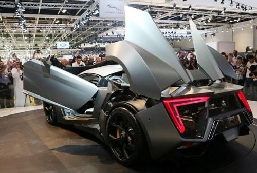 Mẫu xe tại triển lãm