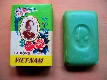 1. Xà bông Cô Ba: Năm 1932, ông Trương Văn Bền thương gia nổi tiếng Nam Kỳ mở nhà máy làm xà bông lấy tên là xà bông Việt Nam. Ông đã dùng hình ảnh