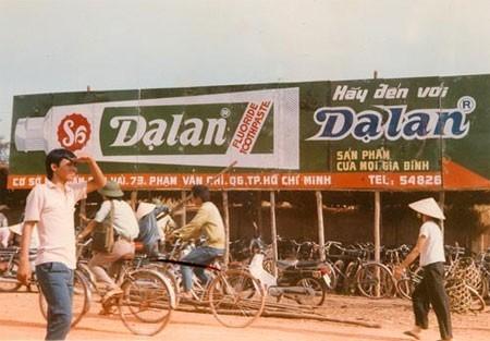 6.Kem đánh răng Dạ Lan: Vào những năm 1993-1994, thương hiệu kem đánh răng Dạ Lan nức tiếng trong khu vực. Nó chiếm tới gần 70% thị phần cả nước. Nhưng sau đó, ông Trịnh Thành Nhơn - người tạo ra thương hiệu này - lại bán Dạ Lan cho Colgate Palmolive với giá 3 triệu USD. Dạ Lan chỉ tồn tại vỏn vẹn 3 tháng trước khi kem Colgate xuất hiện thế chỗ và phát triển cho đến nay. Năm 2009, Dạ Lan được chính ông Nhơn đưa trở lại thị trường Việt, và thuộc sở hữu của công ty Hóa Mỹ phẩm Quốc tế (ICC).