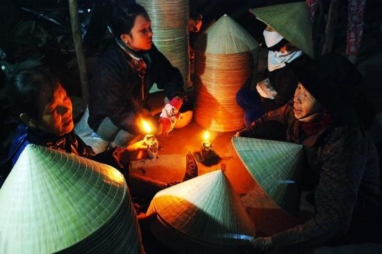 9. Chợ nón Bình Đình: Chợ nón Gò Găng (An Nhơn, TP. Quy Nhơn, Bình Định) chỉ họp từ khoảng tầm 3h, 4h sáng. Chợ còn có tên là