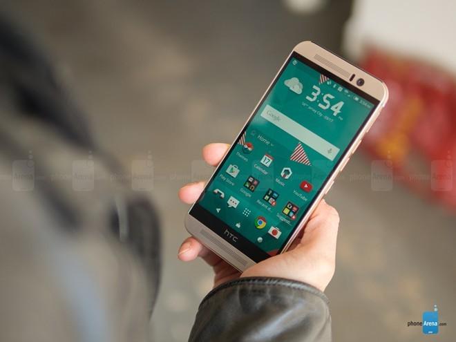 HTC One M9: là đỉnh cao của thiết kế unibody, One M9 vẫn giữ nguyên phong cách thiết kế đã có trên One M7 và One M8. Chất lượng hoàn hiện của thiết bị được đánh giá cao so với người tiền nhiệm. Một điểm trừ của model đó là HTC One M9 có tỷ lệ màn hình / mặt trước quá nhỏ. Sản phẩm đang được bán với giá 17 triệu.