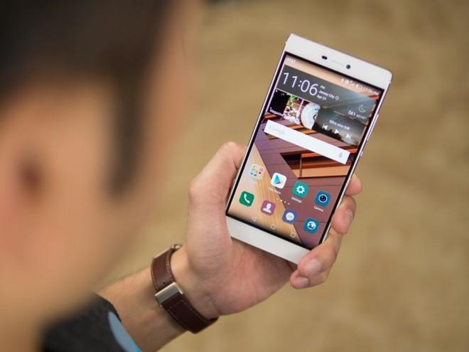 Huawei P8: Sản phẩm được giới thiệu vào trung tuần tháng 4 nhưng đã khiến nhiều người thán phục. Huawei P8 cũng sử dụng thiết kế nguyên khối, đặc biệt model chỉ mỏng 6,4 mm. Được giới công nghệ đánh giá là sản phẩm có thiết kế nổi bật trong số các thiết bị trình làng từ đầu năm 2015 đến nay.