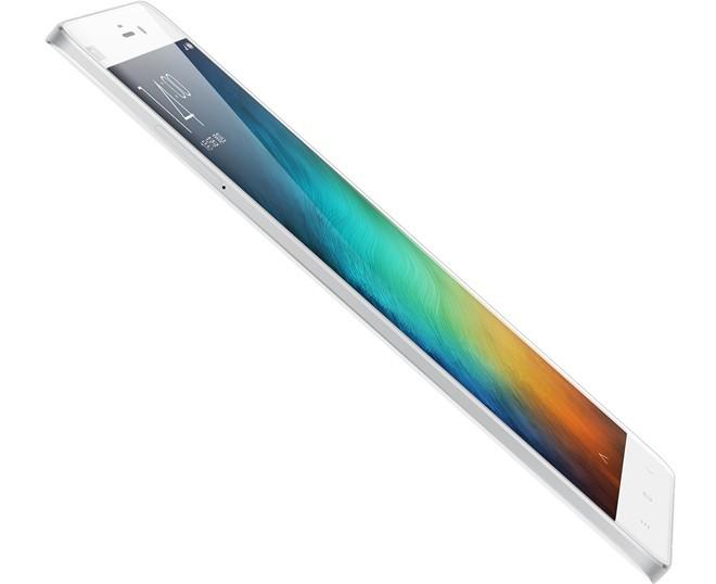 Xiaomi Mi Note: là chiếc phablet cao cấp đầu tiên của Xiaomi. Mi Note có độ hoàn thiện cao hơn các sản phẩm khác của hãng vơi màn hình công nghệ OGS, kính bảo vệ 2,5D cong giúp thao tác thoải mái hơn khi sử dụng.