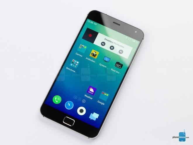 MX4 Pro: là sản phẩm của Meizu, một hãng sản xuất điện thoại mới nổi đến từ Trung Quốc. MX4 Pro có thiêt kế đơn giản với khung kim loại, viền màn hình mỏng cùng mặt lưng được làm cong vát. Điểm nổi bật là sản phẩm có cấu hình khủng nhưng có giá thành chỉ bằng một nửa những siêu phẩm khác.