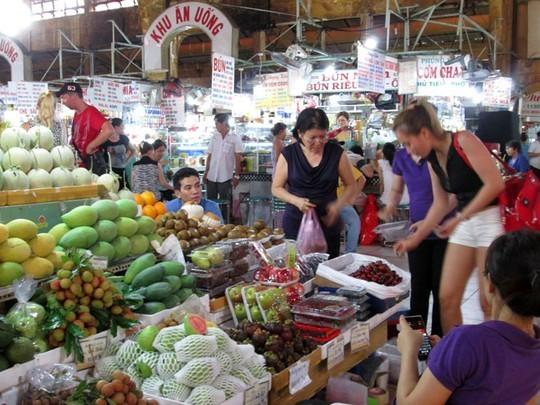 Vải thiều tại chợ Bến Thành có giá lên tới 90.000 đồng/kg.