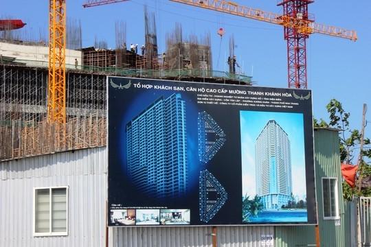 Bảng quảng cáo công trình cao 48 tầng