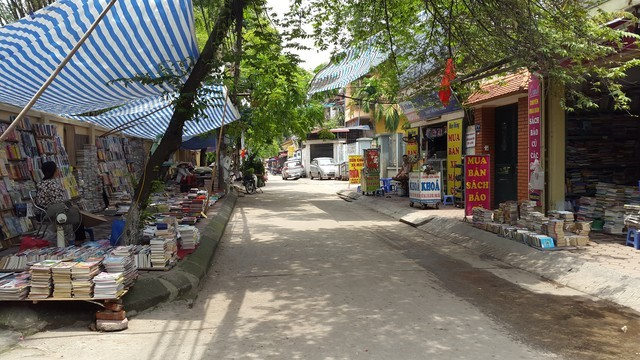 Chợ sách cũ đoạn đường Lương Thế Vinh - Thanh Xuân - HN