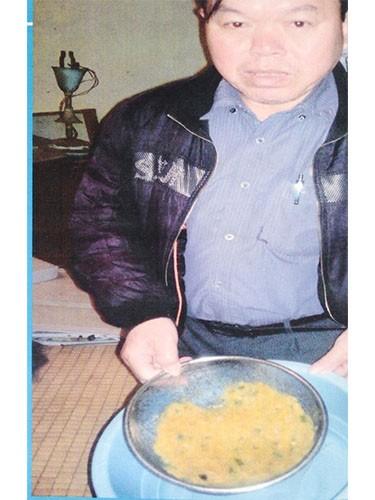 Quảng cáo của công ty: Dùng dung dịch giải độc gan với giá 9.888.000 đồng/hộp và kết quả gan thải ra cả rổ độc tố