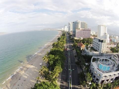 Khi hàng chục dự án, công trình bê tông lớn nhỏ được hoàn thành bãi biển Nha Trang sẽ không còn