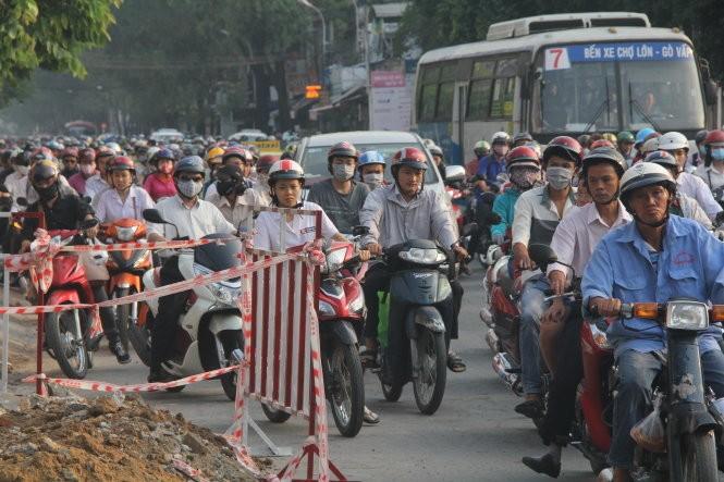 Từ tháng 7 tới, chủ xe máy ở TP.HCM phải đóng phí bảo trì đường bộ - Ảnh: Quang Khải