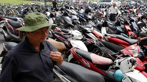 Thu phí đường bộ xe máy: Quá bất cập thì nên bỏ - ảnh 1
