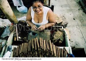 woman-rolling-cigars-in-cuba