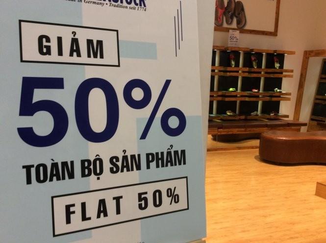 Khuyến mãi đậm nhưng khách vẫn gần như không có. Ảnh chụp tại Aeon Mall (Q.Tân Phú) - Dũng Tuấn
