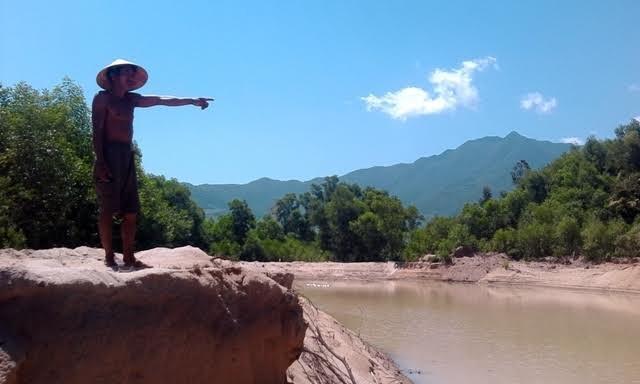 Thừa Thiên - Huế: Doanh nghiệp khai thác cát, người dân 'kêu trời' - Ảnh 2