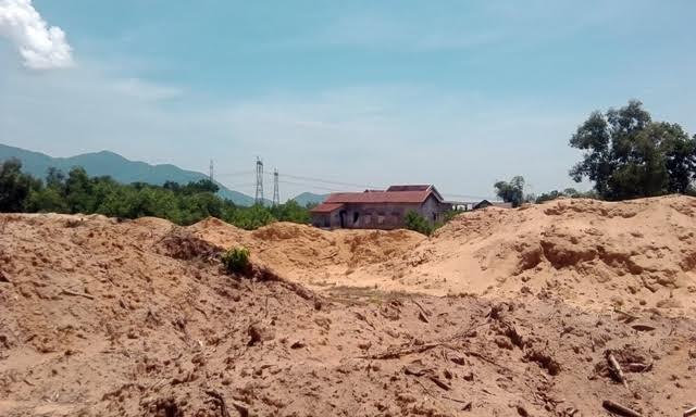 Thừa Thiên - Huế: Doanh nghiệp khai thác cát, người dân 'kêu trời' - Ảnh 3