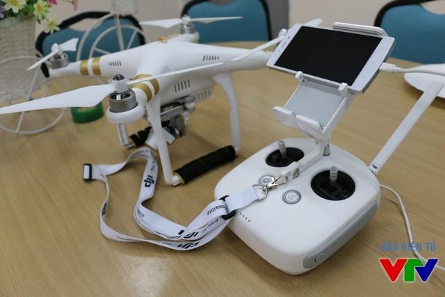 Camera BPhone đọ nét với camera Flycam Phantom 3