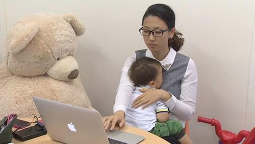 Phụ nữ có trình độ cao của Nhật thường mất việc sau khi có con doanhnhansaigon