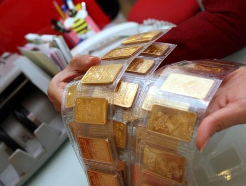 Giá vàng giảm, người giữ vàng