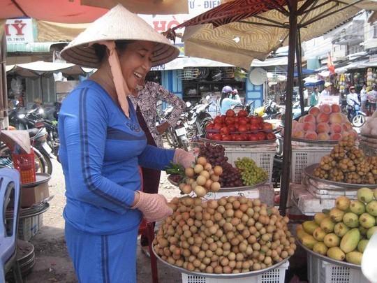 Tại chợ thị xã Vĩnh Châu, nhãn xuồng có giá 45.000 đồng/kg.