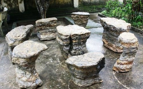 Những bộ bàn ghế độc, lạ ở Việt Nam - ảnh 1
