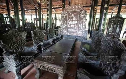 Những bộ bàn ghế độc, lạ ở Việt Nam - ảnh 2