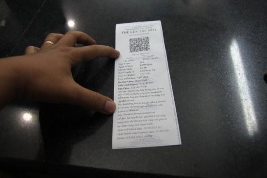 """""""Thẻ lên tàu hỏa"""", thay cho loại vé truyền thống trước đây -Ảnh: Mậu Trường"""