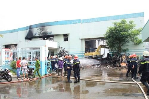 Cháy lớn ở KCN Vĩnh Lộc, hàng trăm chiến sĩ chữa cháy được huy động 2
