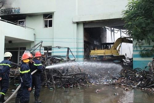 Cháy lớn ở KCN Vĩnh Lộc, hàng trăm chiến sĩ chữa cháy được huy động 4