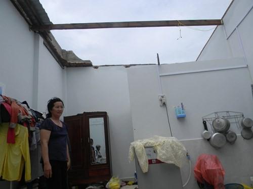 Lốc xoáy kinh hoàng, hơn 50 căn nhà bị tốc mái 2