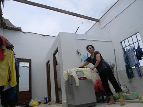 Lốc xoáy kinh hoàng, hơn 50 căn nhà bị tốc mái 3