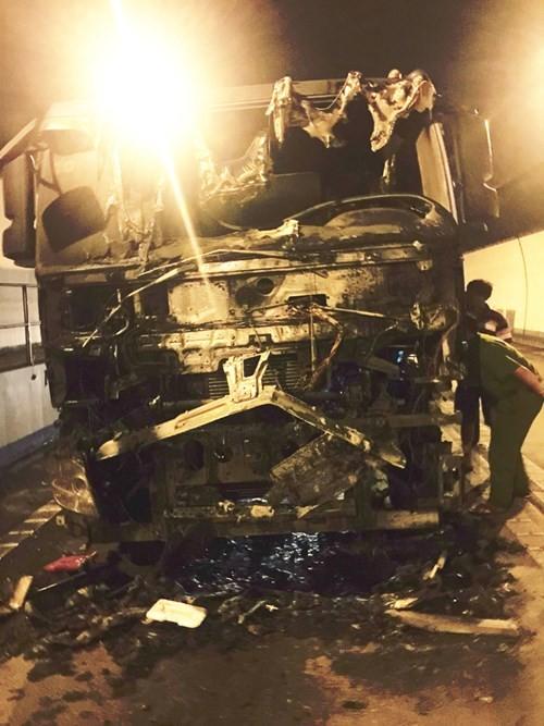 Xe cháy trong hầm Hải Vân, hơn 100 người thoát hiểm - ảnh 5